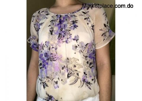 Blusa floral con mangas. Size: S